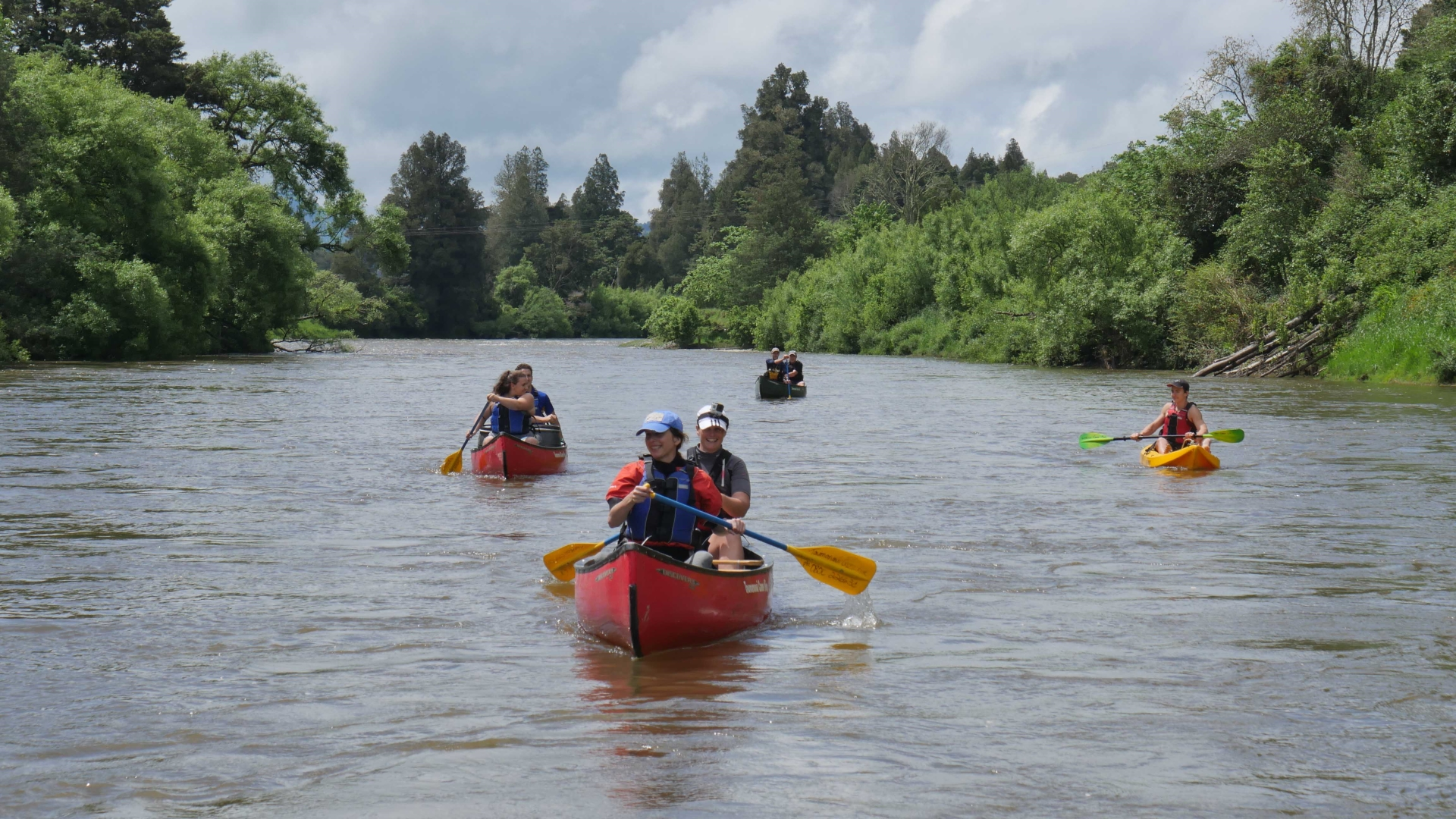 3 canoes paddling down the Whanganui river